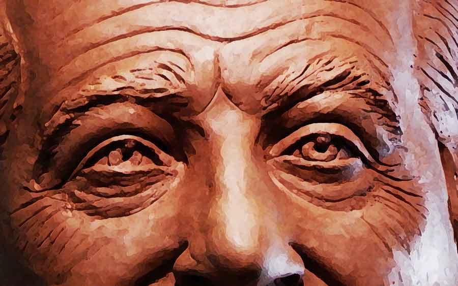 escultura pública en bronce del padre Carlos Júarez