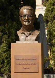 busto en bronce del padre carlos peana de acero corten