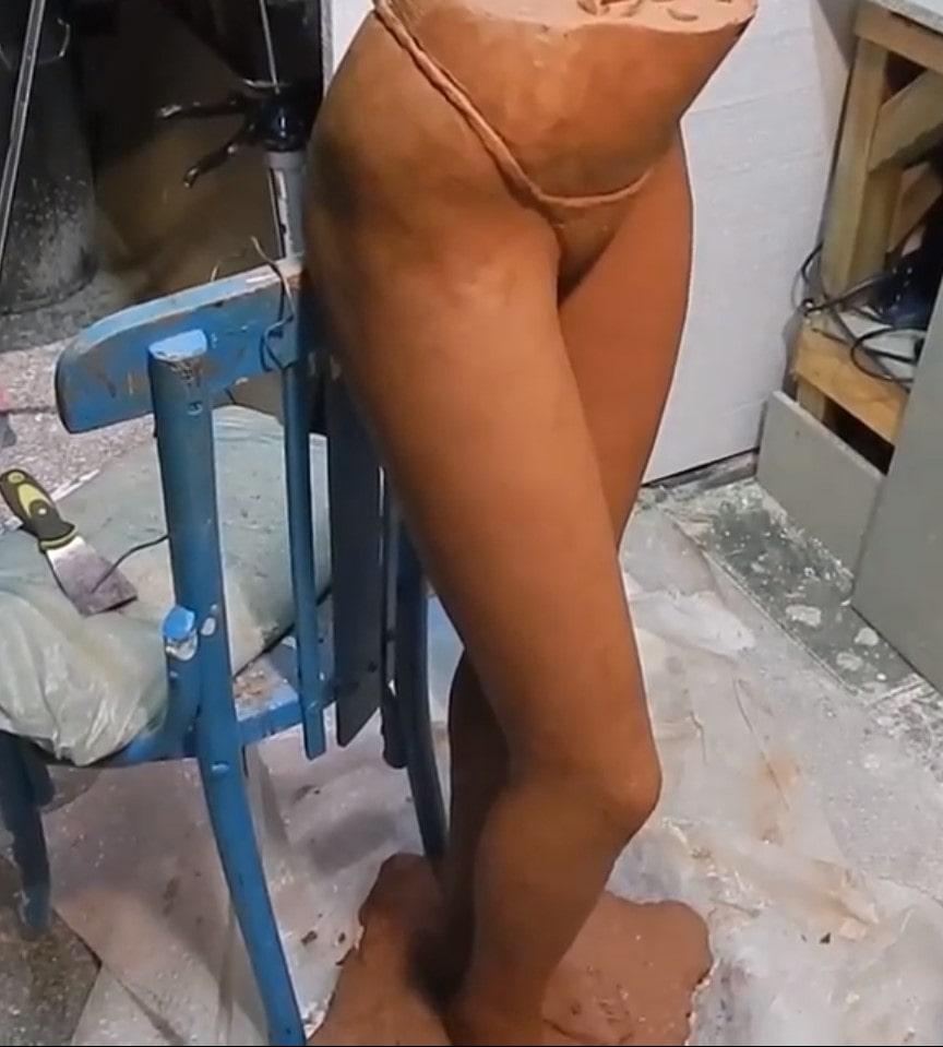 escultura cuerpos femenino